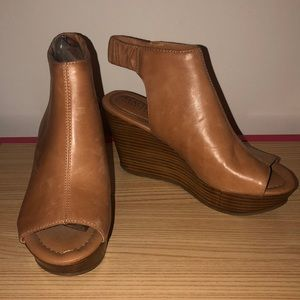 Reaction - Kenneth Cole wedges